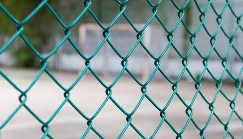 hàng rào b40 bảo vệ sân bóng