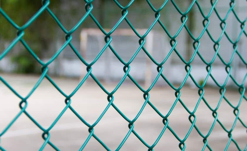 hàng rào lưới b40 bảo vệ sân bóng