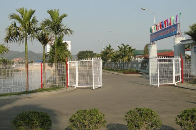 hàng rào b40 làm cổng bảo vệ đẹp