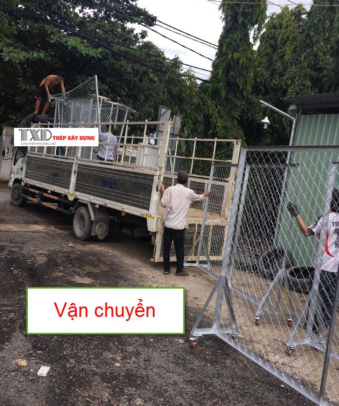 Vận chuyển khung lưới tới công trình
